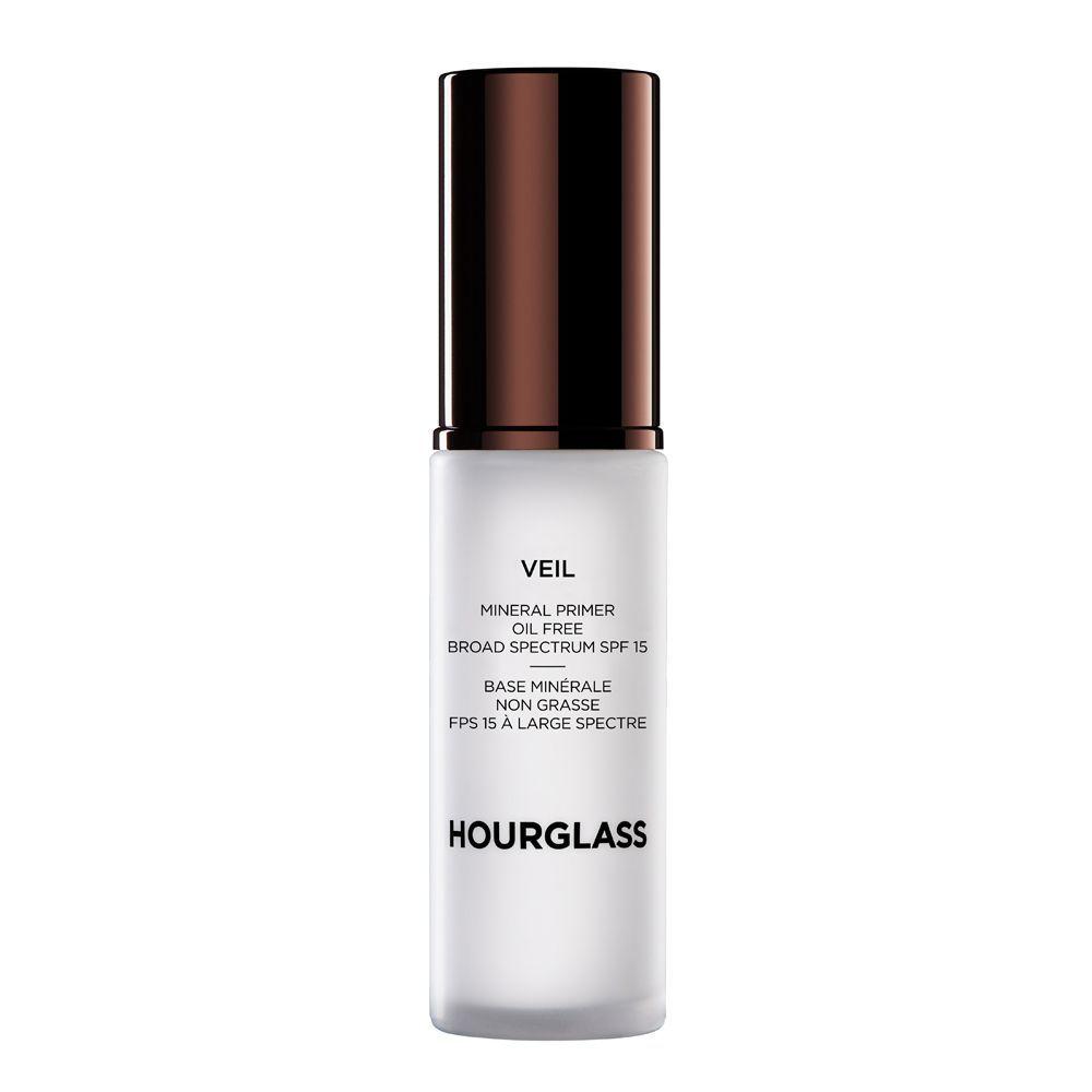 Veil Mineral Primer SPF 15 de Hourglass (57,99 euros) una base primer sin aceites, ligera y multiusos que camufla rojetes y minimiza el aspecto de los poros, las líneas de expresión y las arrugas. Además, mantiene la piel fresca y luminosa. Solo en Sephora.