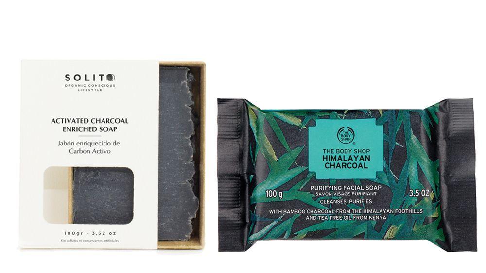 Jabón enriquecido con carbón activado de Solito y Jabón purificante facial Himalayan Charcoal de The Body Shop.