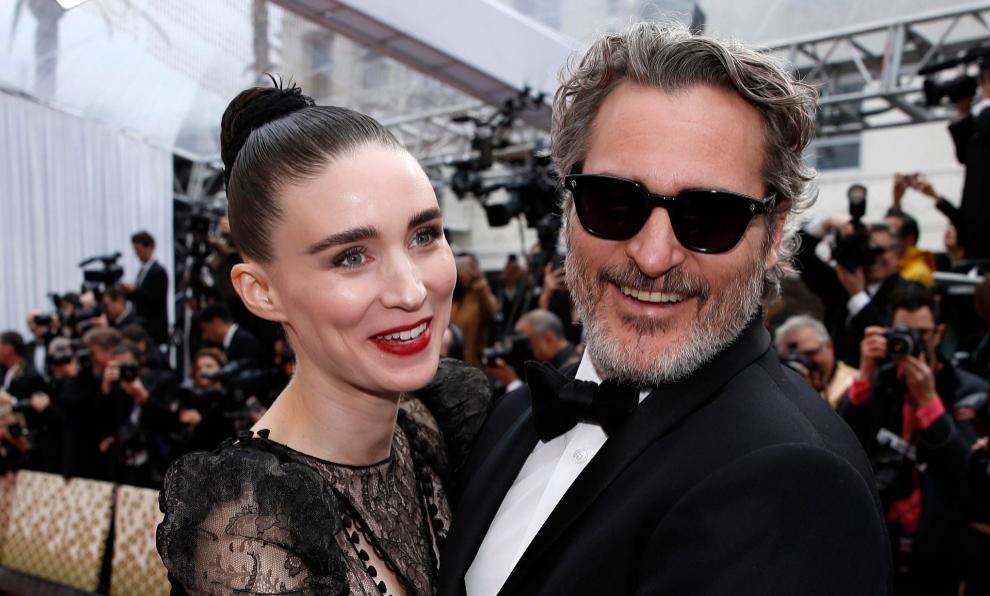 Rooney Mara y Joaquin Phoenix en la pasada edición de los Oscar,...