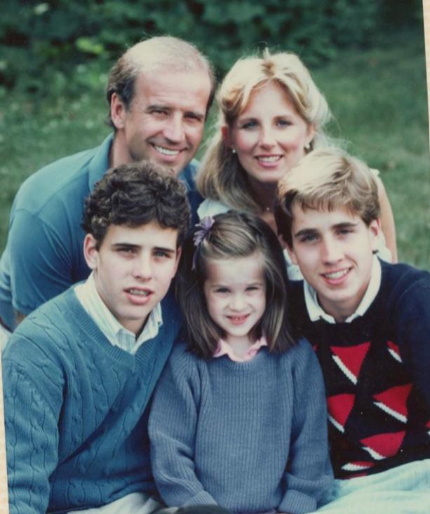 Jill y Joe con sus tres hijos.