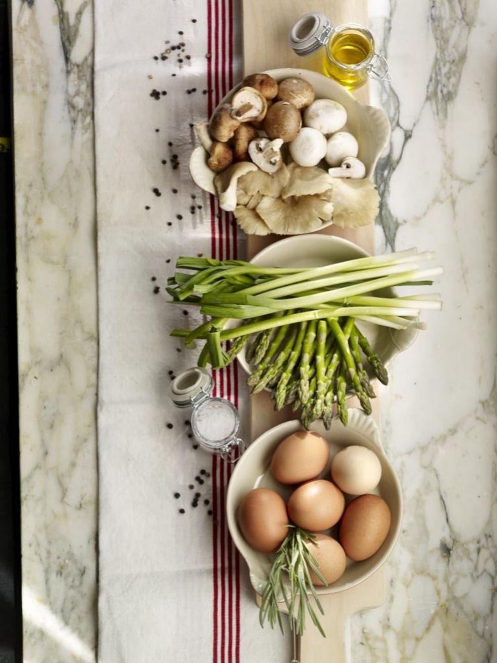 Verduras, proteínas de calidad, aceite de oliva virgen...en la base de tu dieta.