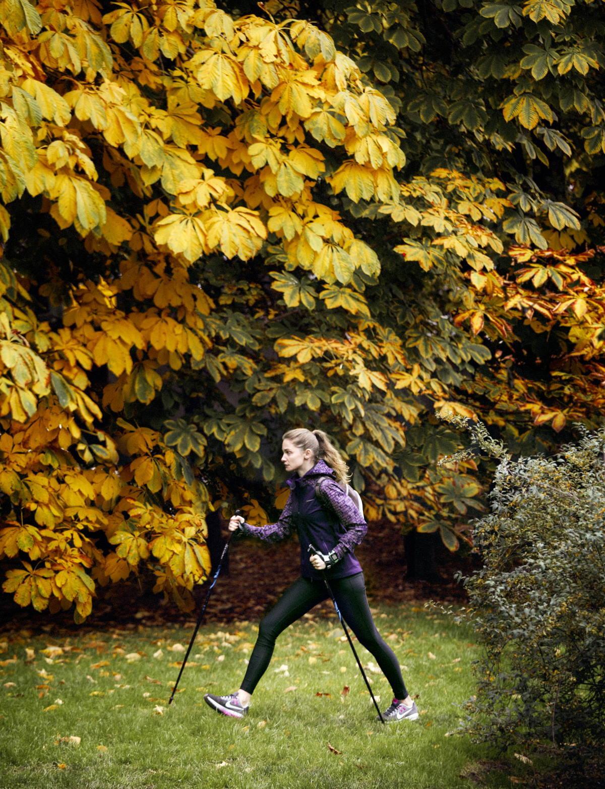 Andar con bastones, una práctica cada vez más extendida.