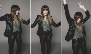 La cantante Rozalén lleva sastre de piel, de Georges Rech; camisa, de...