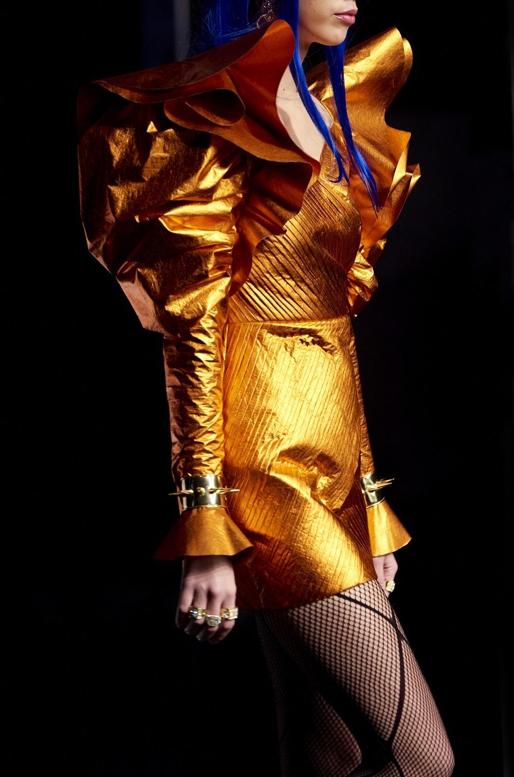 Detalle de un vestido de Ana Locking de la colección otoño-invierno 2020/21.