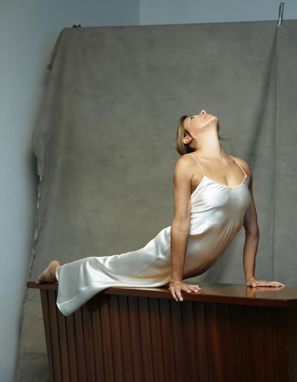 Patricia Álvarez Galatas con vestido de Adriana Iglesias haciendo la...