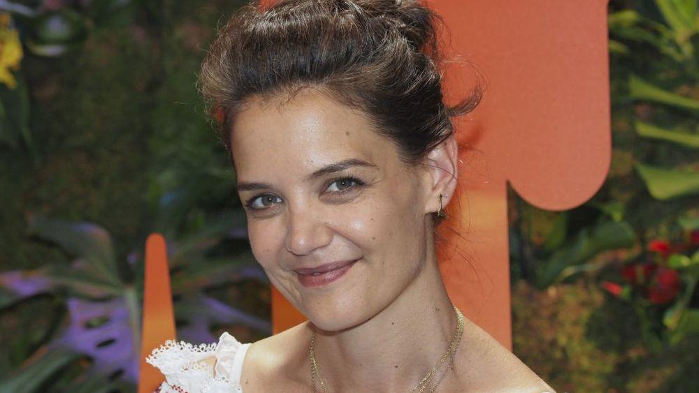 Katie Holmes es fan de los limpiadores faciales de farmacia para...