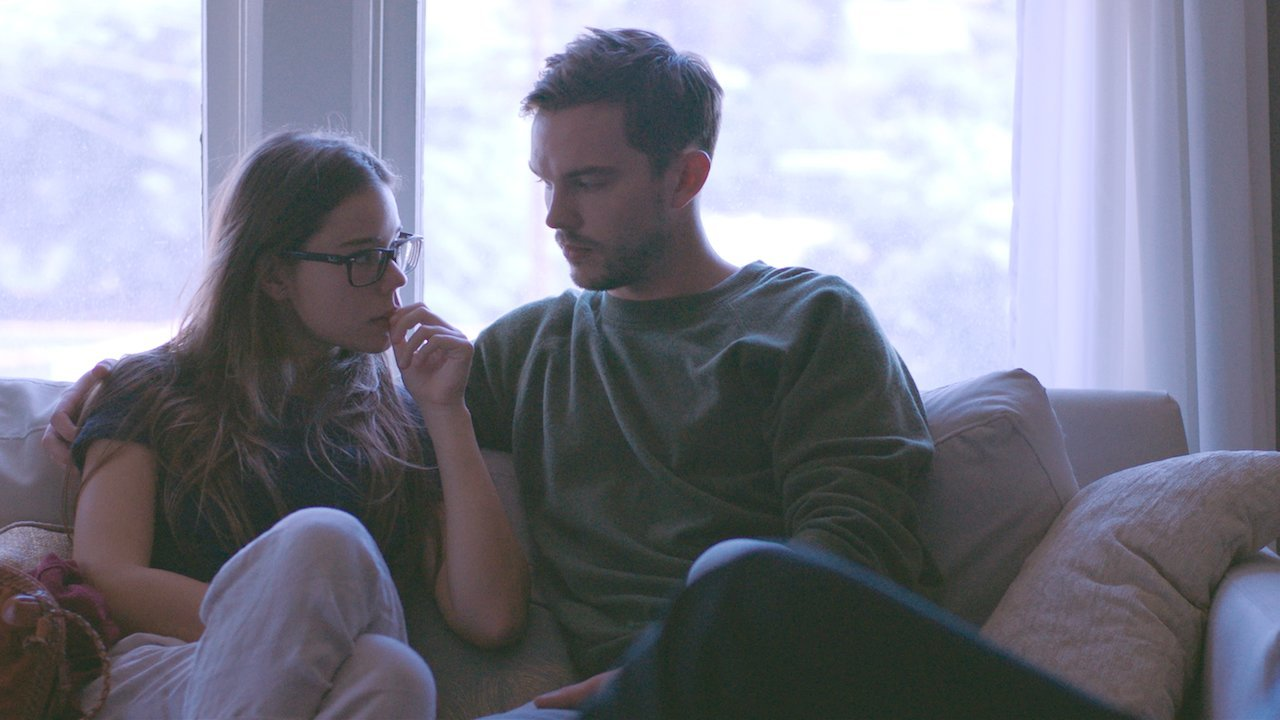"""Laia Costa y Nicholas Hoult protagonizan la película """"Newness""""."""