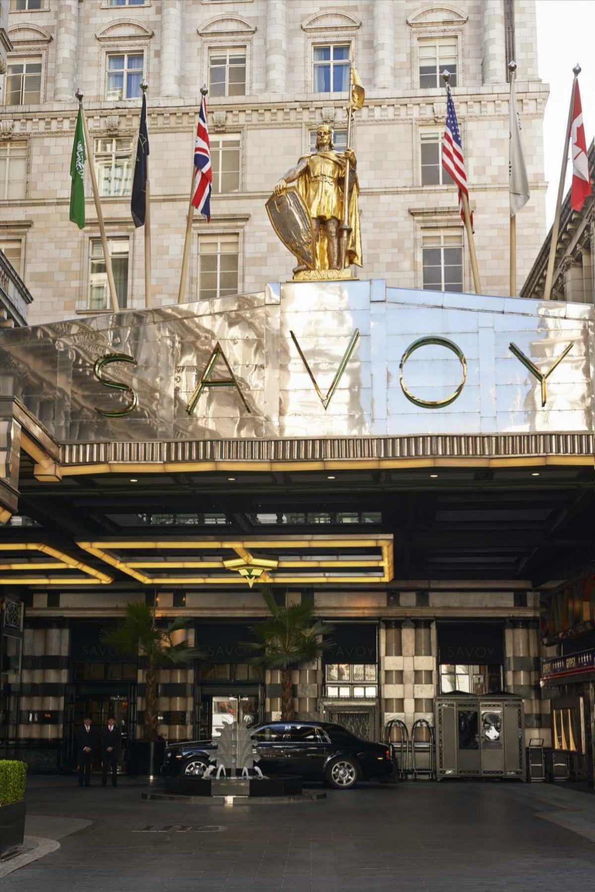 Entrada del hotel Savoy