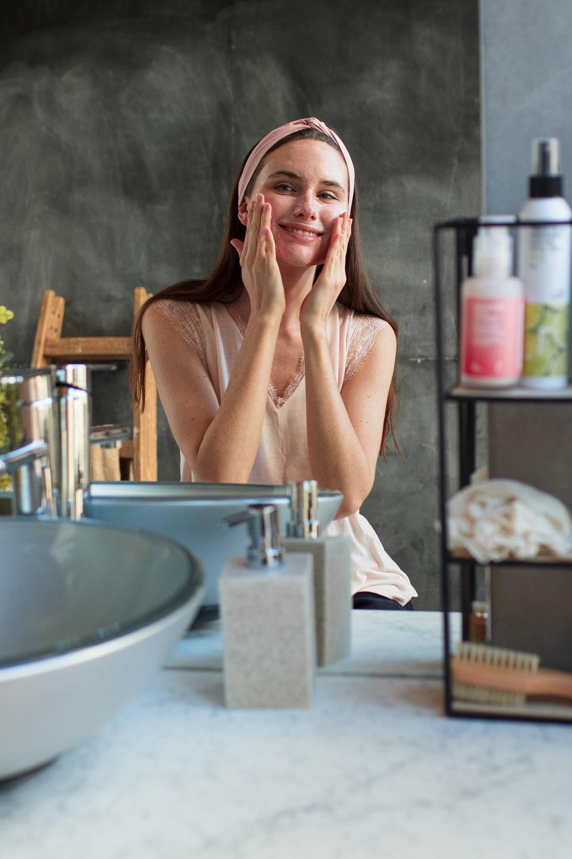 Freshly Cosmetics ofrece los productos de cuidado facial más...