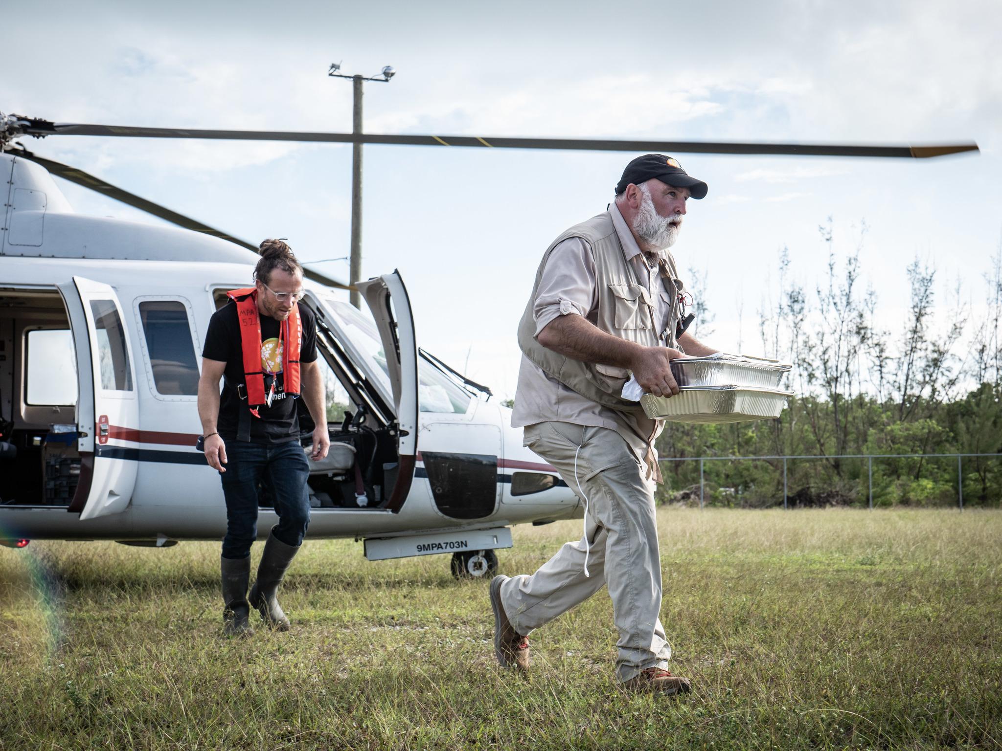El chef aterrizando en Bahamas para repartir comida. Septiembre de 2019.