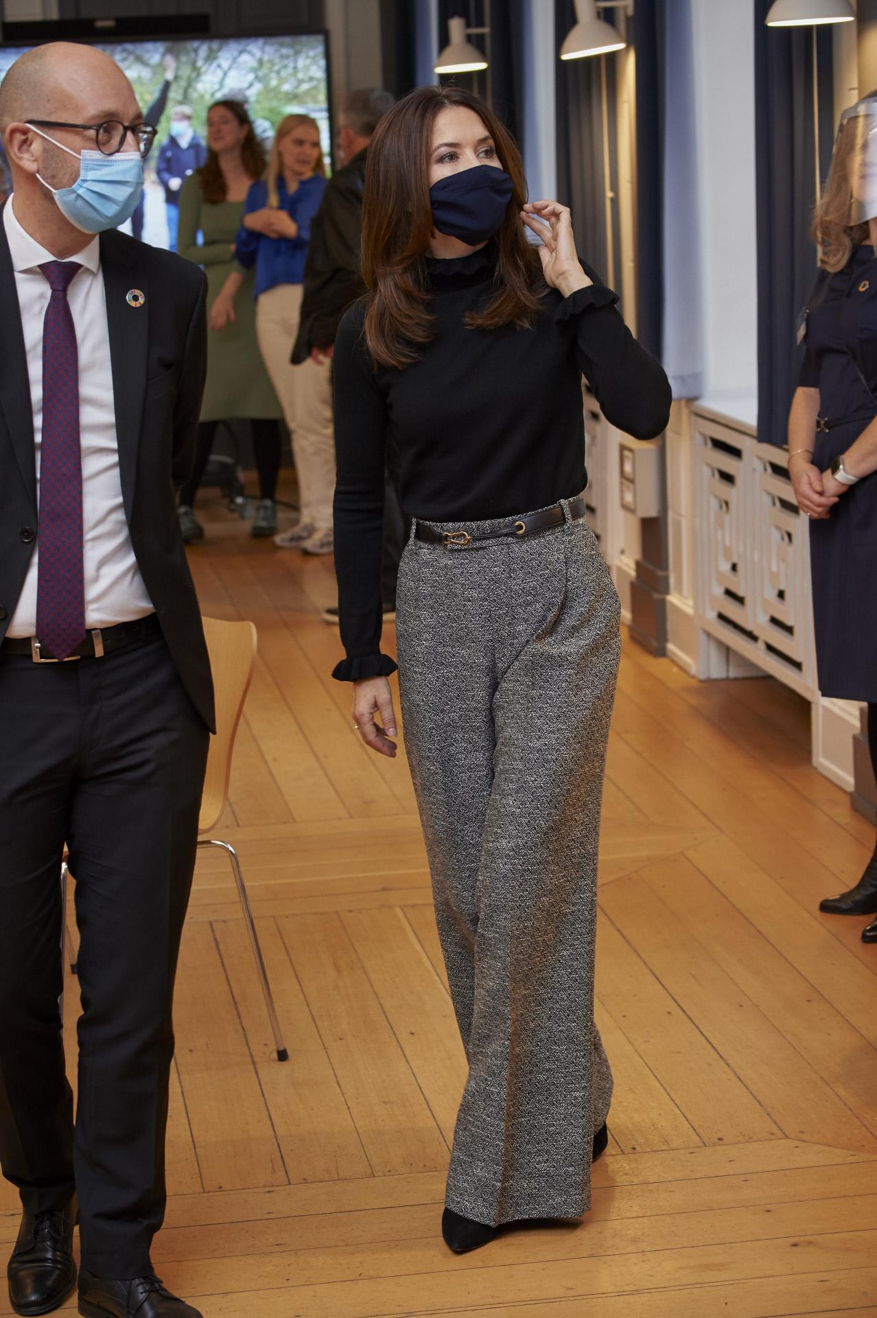 Mery de Dinamarca con pantalón culotte.