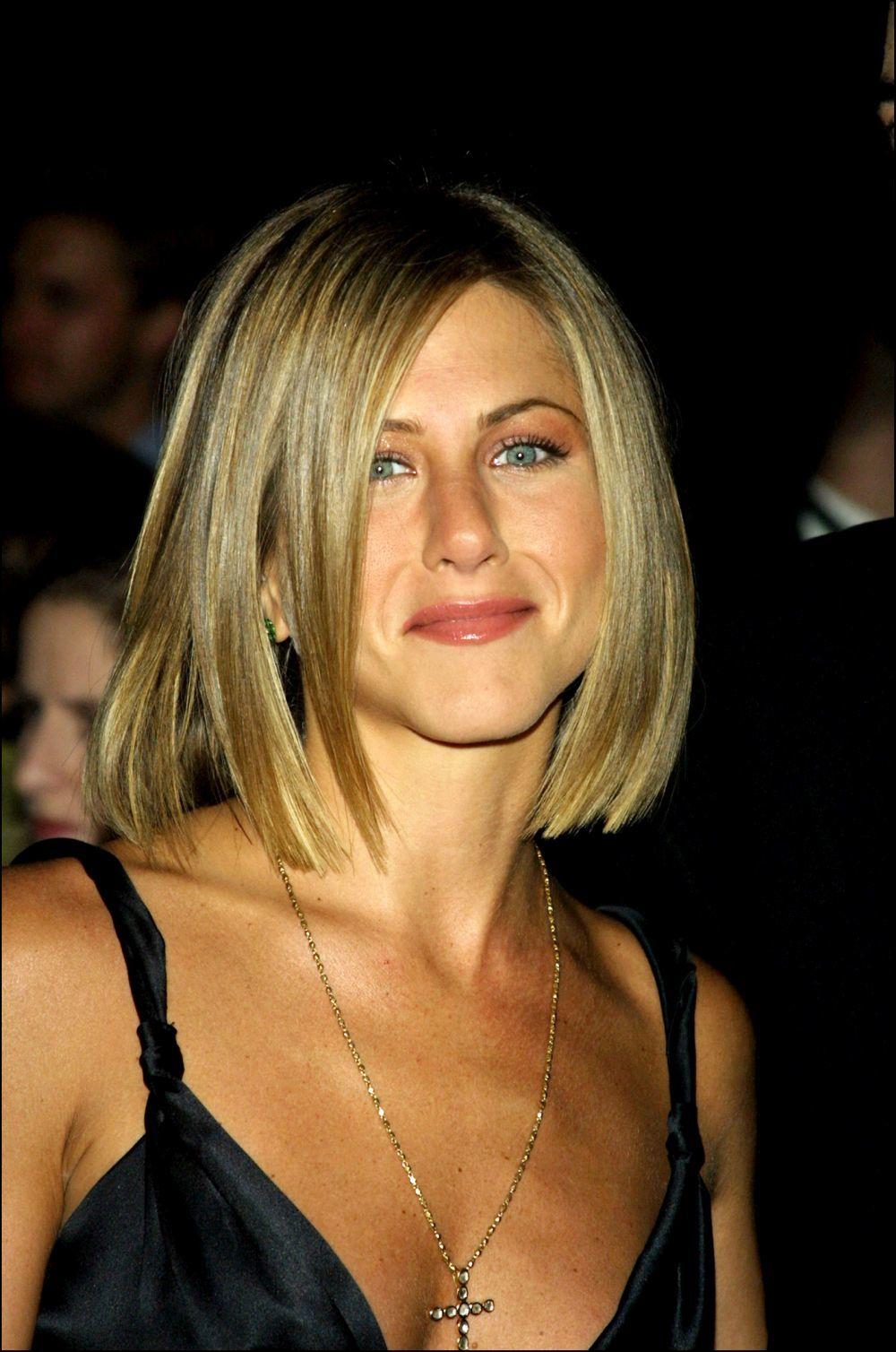 En 2001, Jennifer Aniston probando las bondades del bob de la mano de su estilista Chris McMillan.