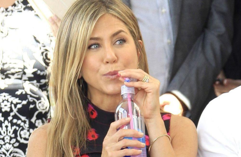 Jennifer Aniston es fan incondicional del colágeno bebible.
