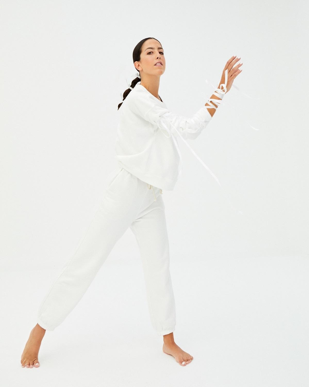 Alejandra Quereda con con pantalón y sudadera de algodón, todo de...