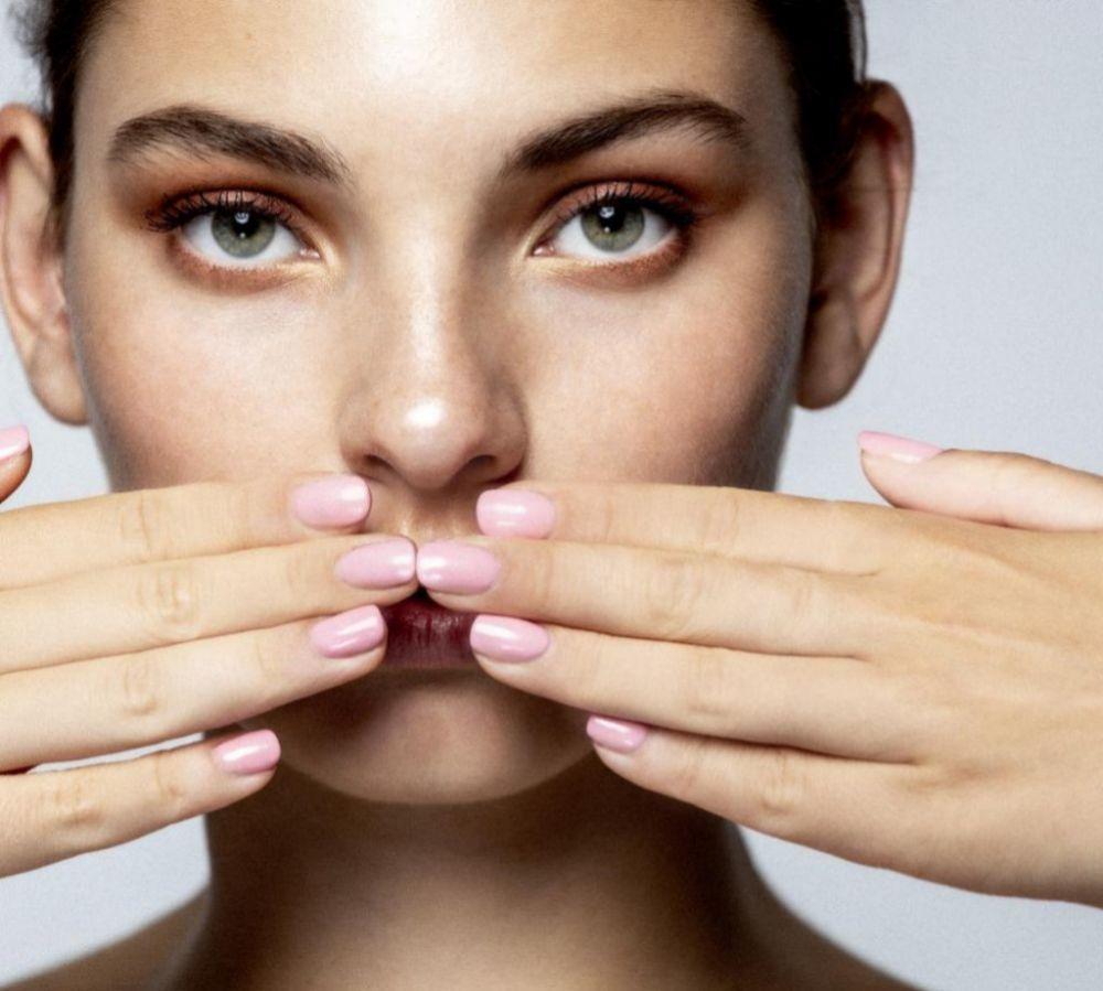 El colágeno influye en la firmeza y elasticidad de la piel, y también en el estado de las uñas y el pelo.
