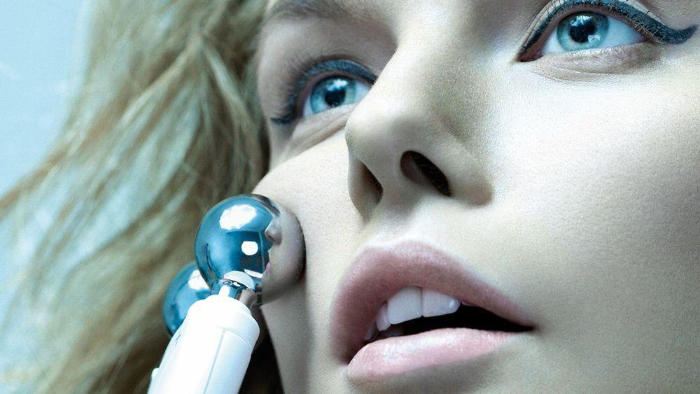 El mejor antiojeras puede ser un masaje de ojos y te contamos cómo...