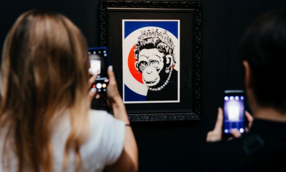 Una de las obras originales de Banksy expuesta en el Círculo de...