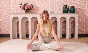 Lucía Liencres, profesora de yoga, nos cuenta cómo ha introducido el...