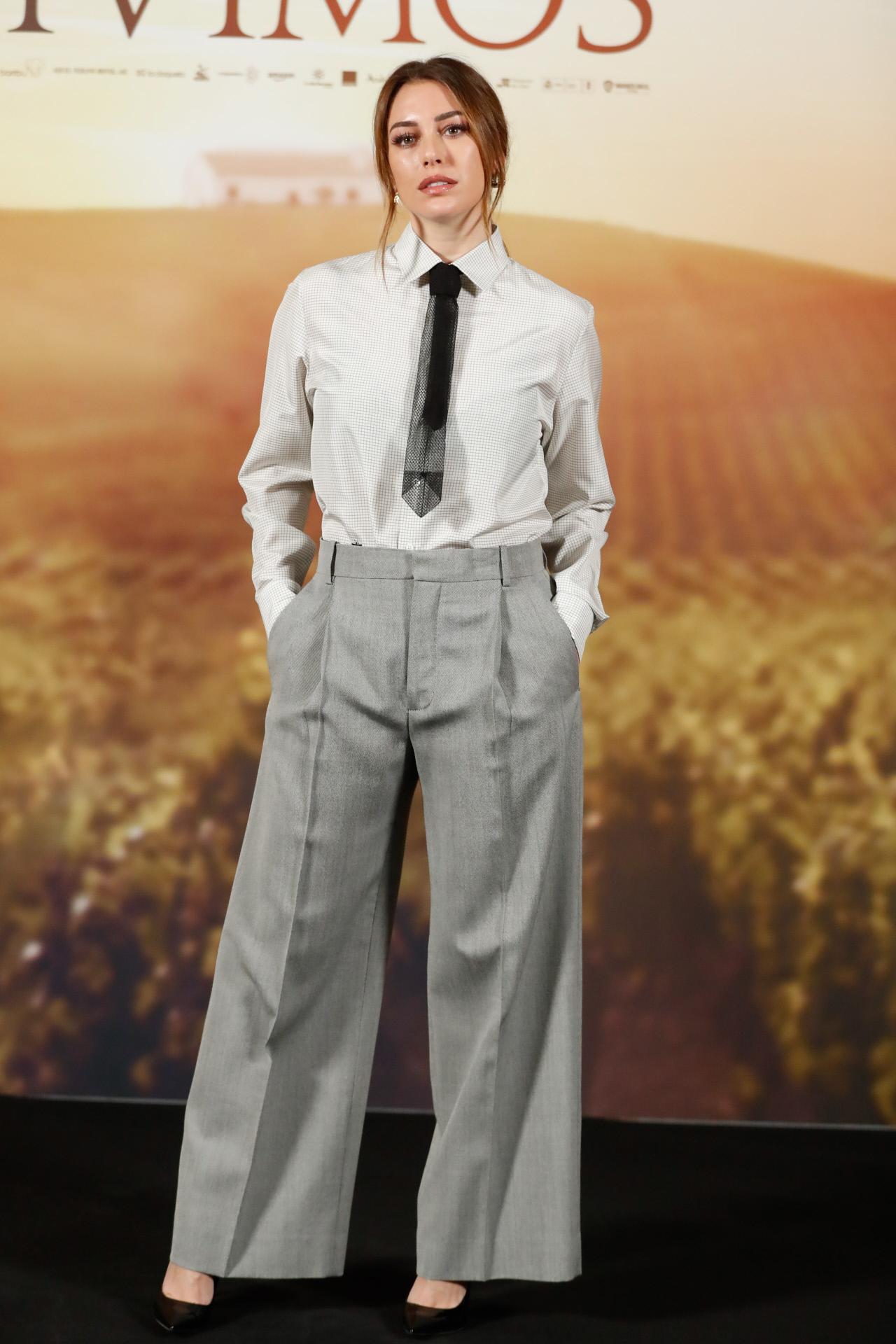 Blanca Suárez con estilismo masculino en la presentación de El año que vivimos.
