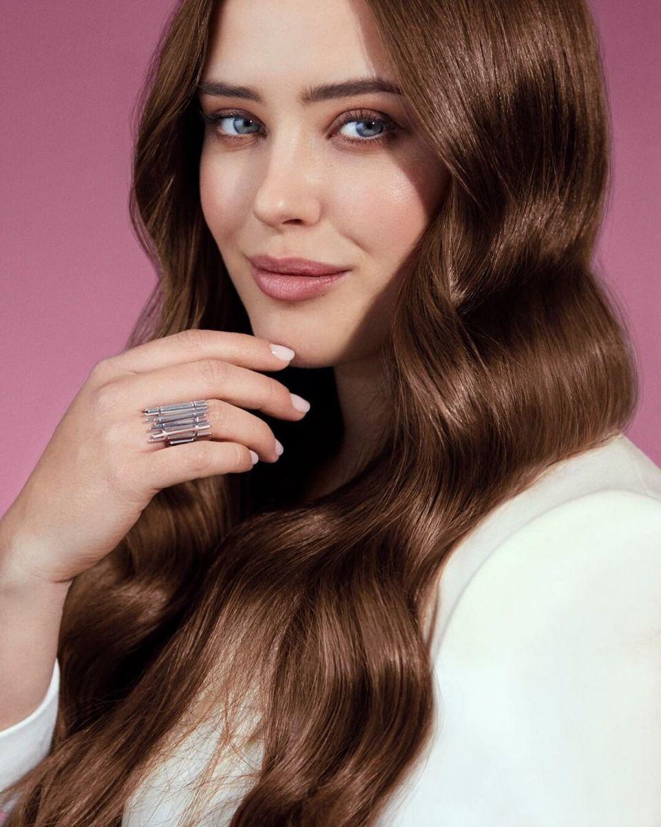 Katherine Langford es embajadora de la línea Elvive Total Repair 5, la gama especial para reparar el pelo dañado potenciada con hasta 16% de concentrado reparador con Keratina XS.