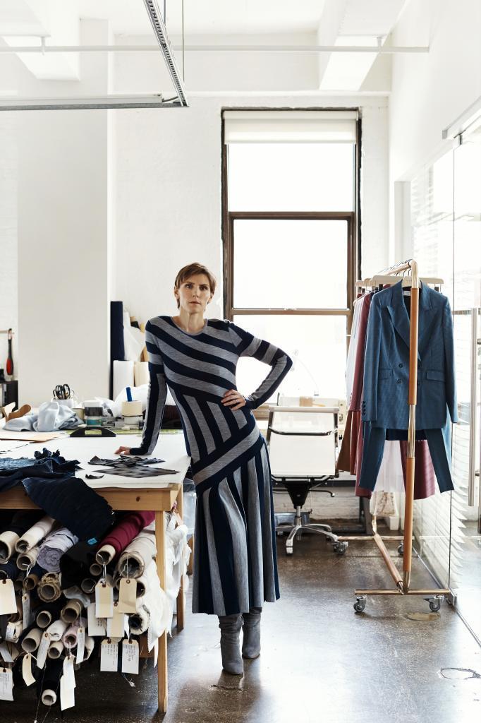 Gabriela Hearst en su estudio de Nueva York durante una entrevista para TELVA.