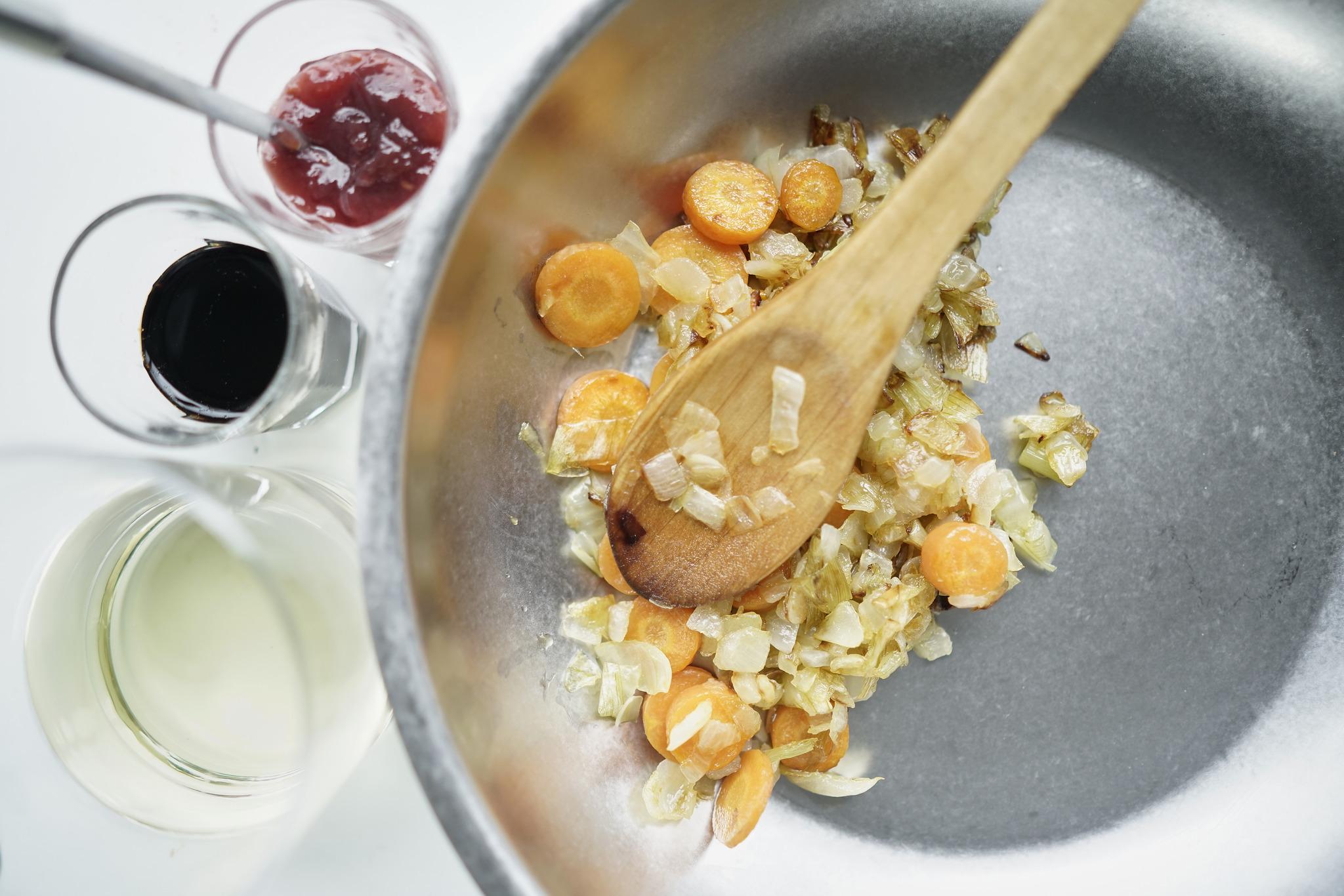 Confit de pato con costra y salsa de frambuesa