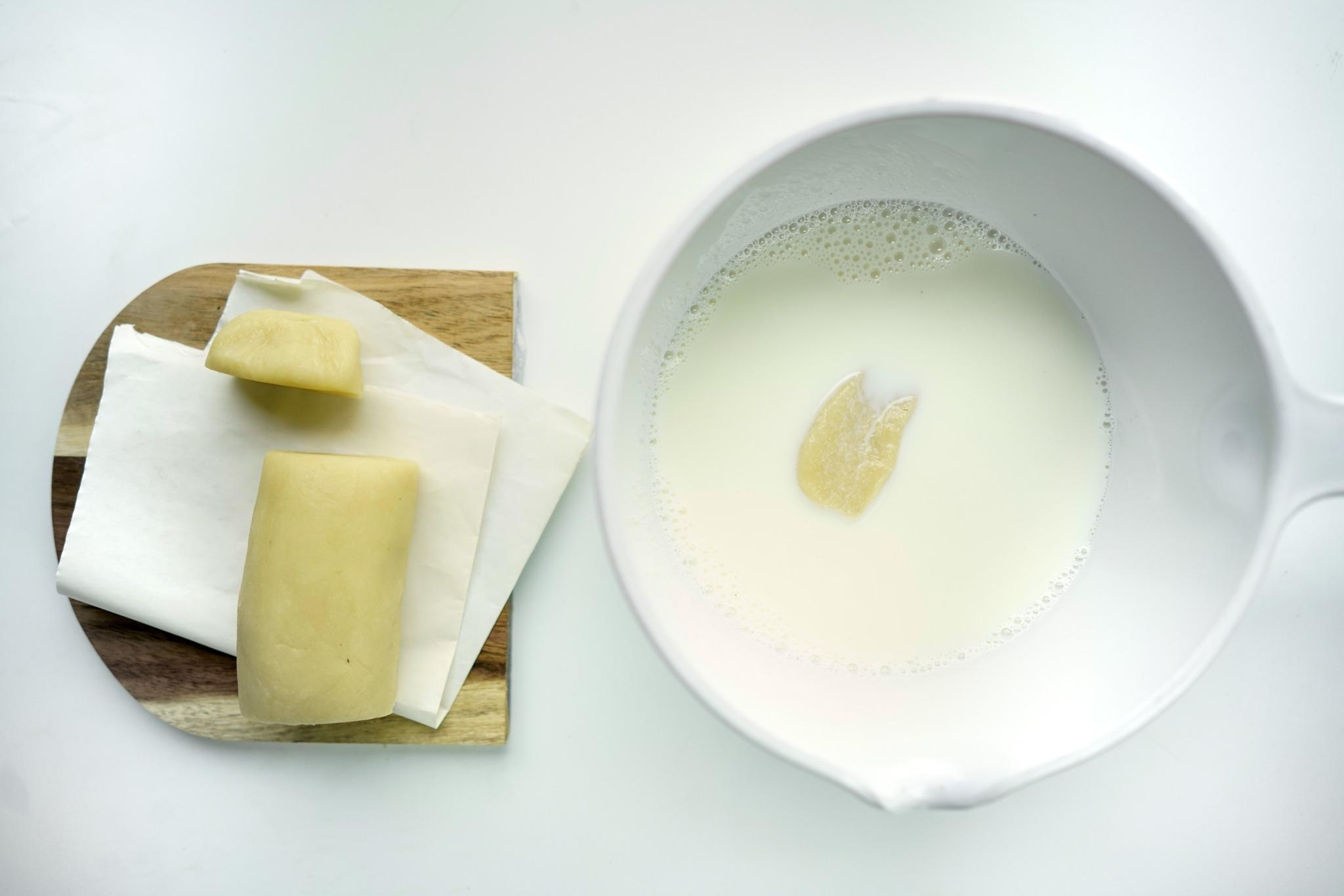 Sopa de almendra con bizcochos de soletilla