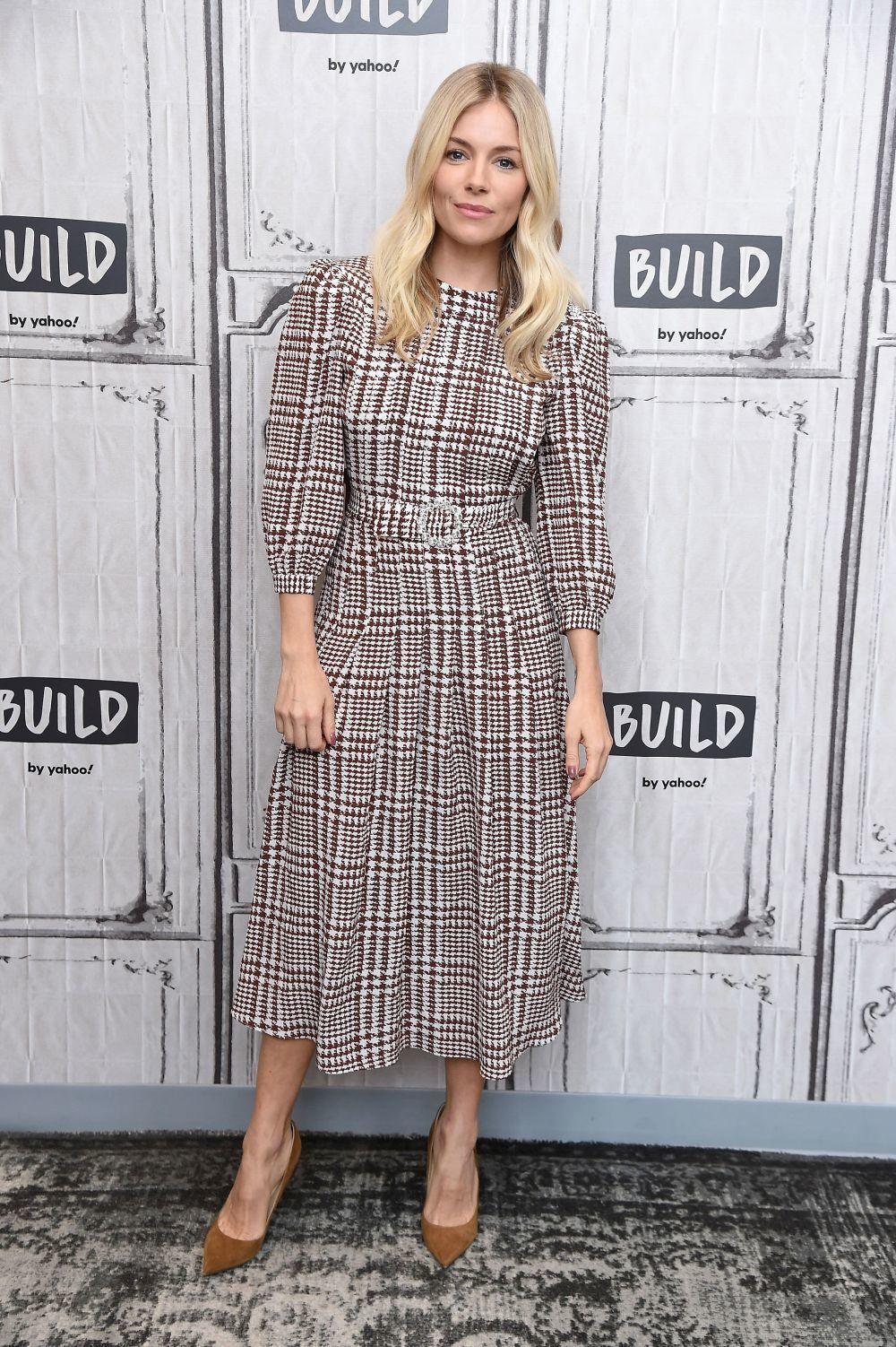 Te puede interesar: 12 looks de Sienna Miller  para inspirarte este...