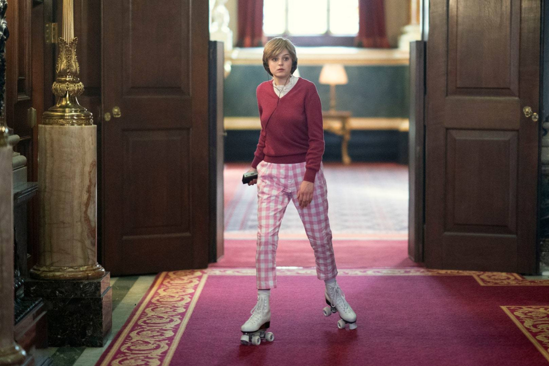 Diana patinando en palacio.