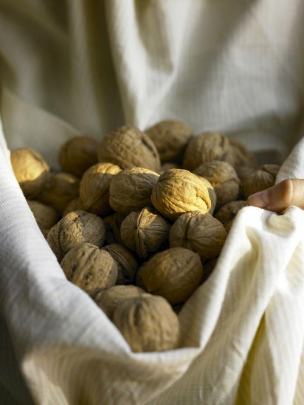 Las nueces aportan grasas beneficiosas y ayudan a prevenir las enfermedades neurodegenerativas.