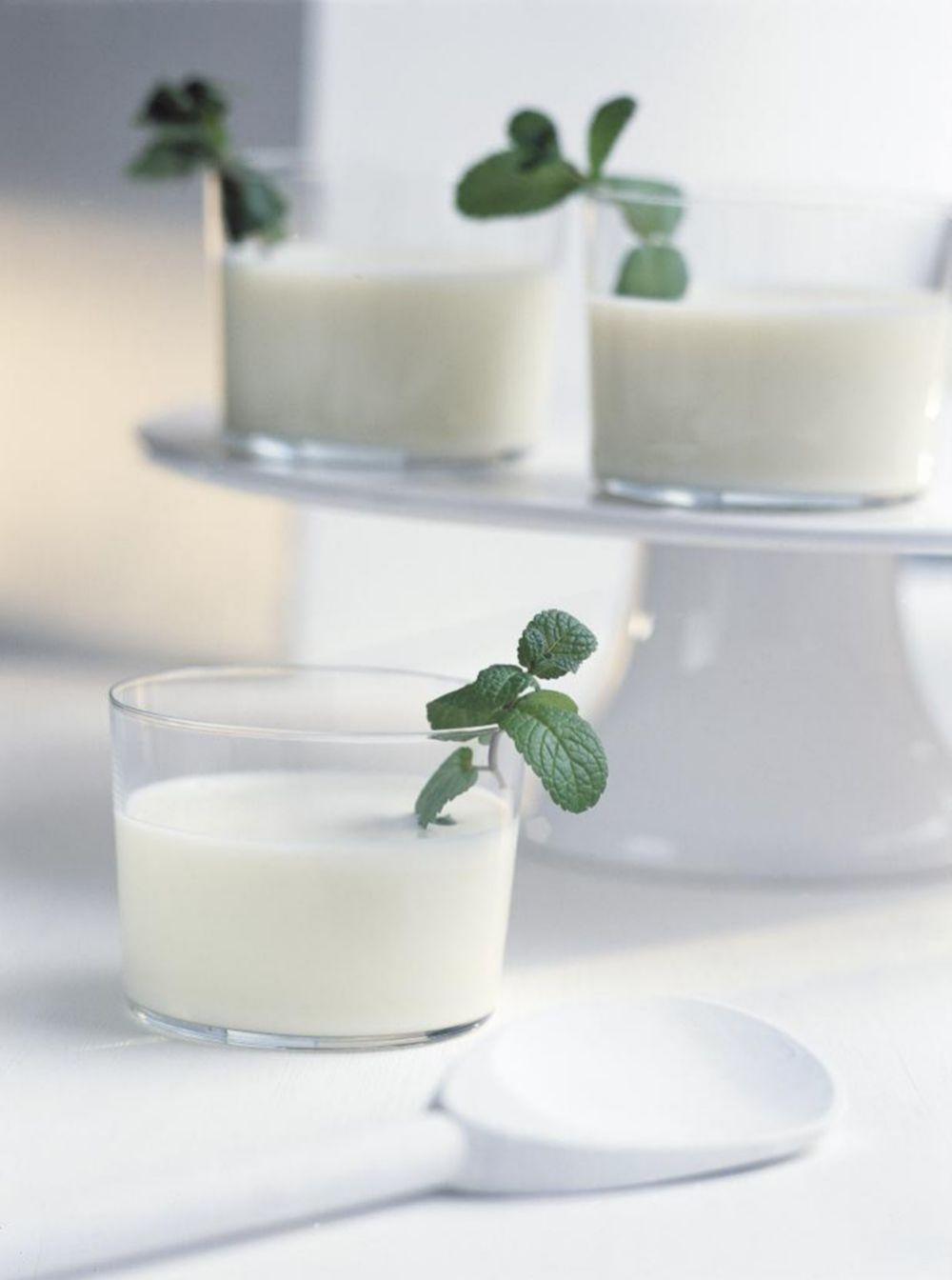 Los lácteos, mejor enriquecidos con calcio, son una ayuda importante contra la osteoporosis.