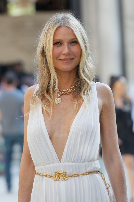 Gwyneth Paltrow lleva el pelo largo desde hace años aunque por exigencias del guión lo ha llevado corto e incluso se lo llegó a cortar como su entonces novio, Brad Pitt.