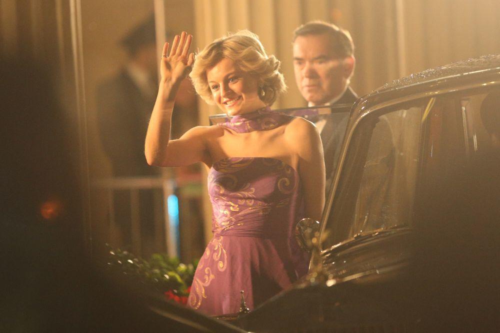 La actriz Emma Corrin, Lady Di en la serie de The Crown de Netflix con su corte de pelo icónico.