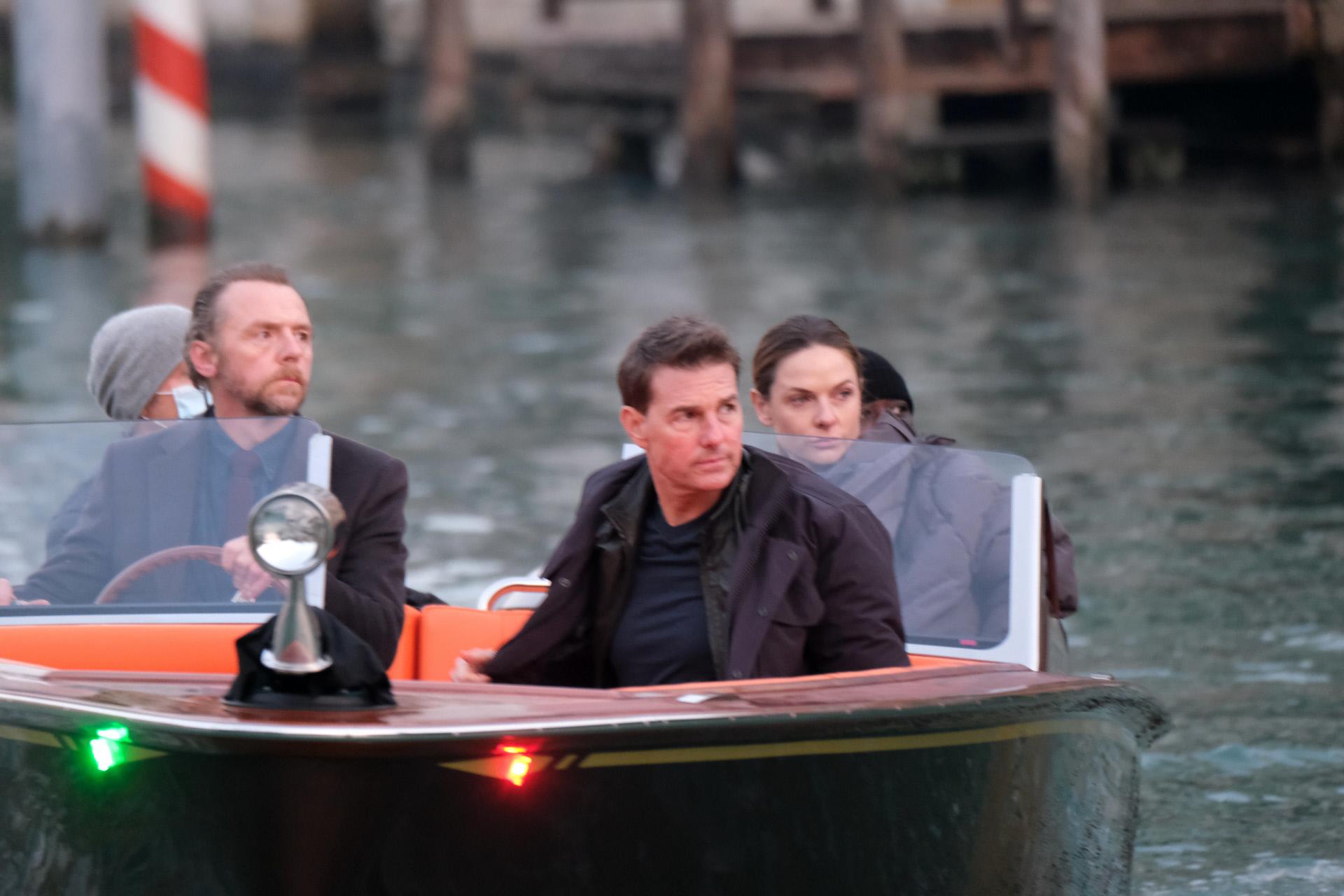 """Tom Cruise, Rebecca Ferguson y Simon Pegg en el rodaje de """"Misión Imposible 7"""" en Venecia."""