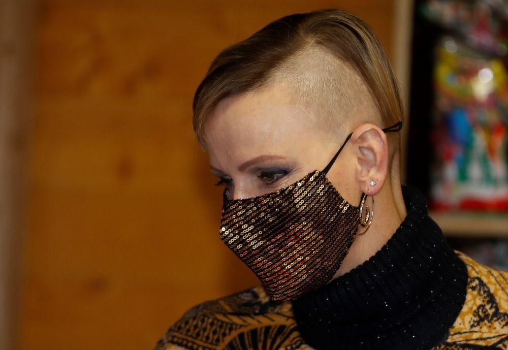 Nos cuesta reconocer a la princesa Charlene de Monaco con su nuevo corte de pelo.