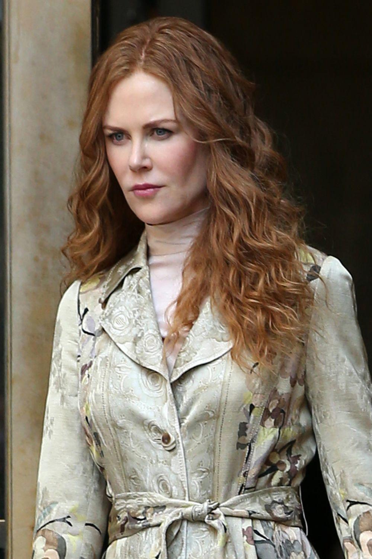 Nicole Kidman luce una piel impecable con un maquillaje natural y sutil en clave rosa en labios y mejillas.