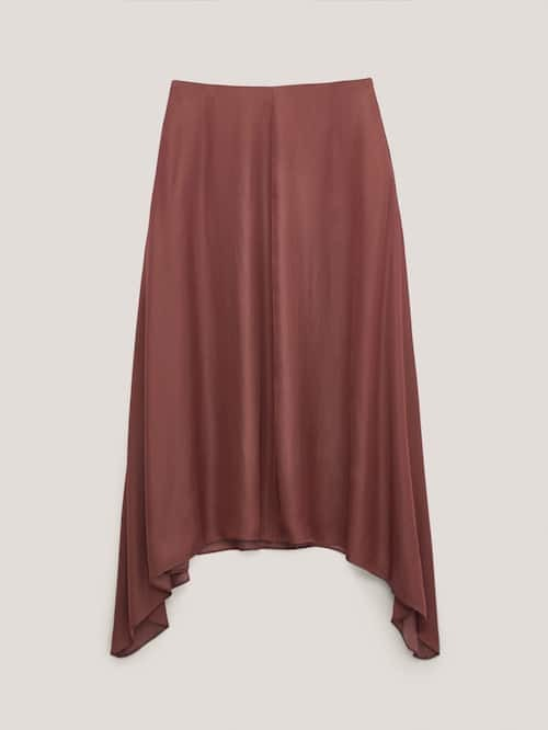Falda de satén de Massimo Dutti  (69,95 euros).