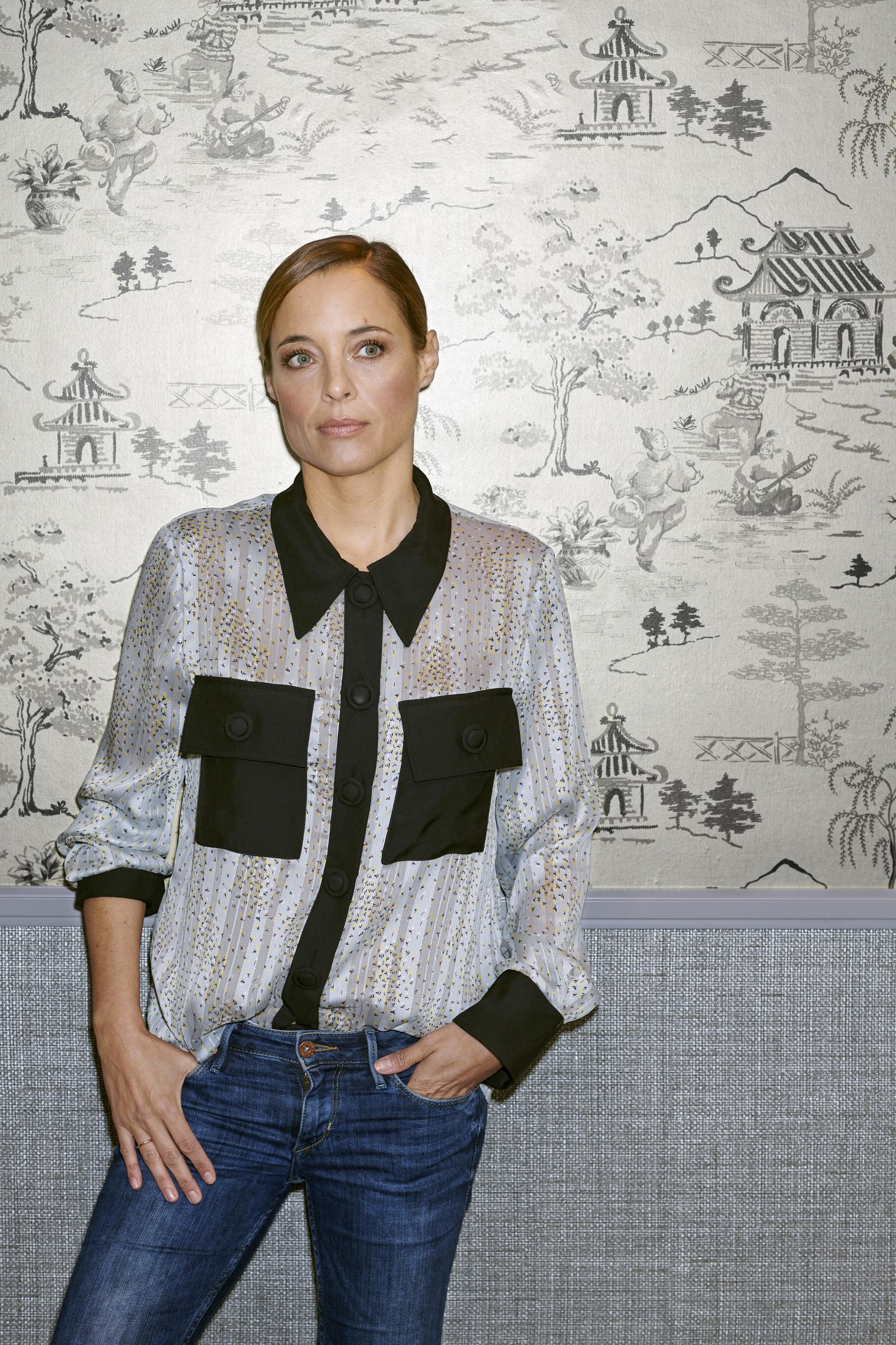 Alejandra Conde lleva blusa Ingrid (160 euros) de Miguel Palacio.