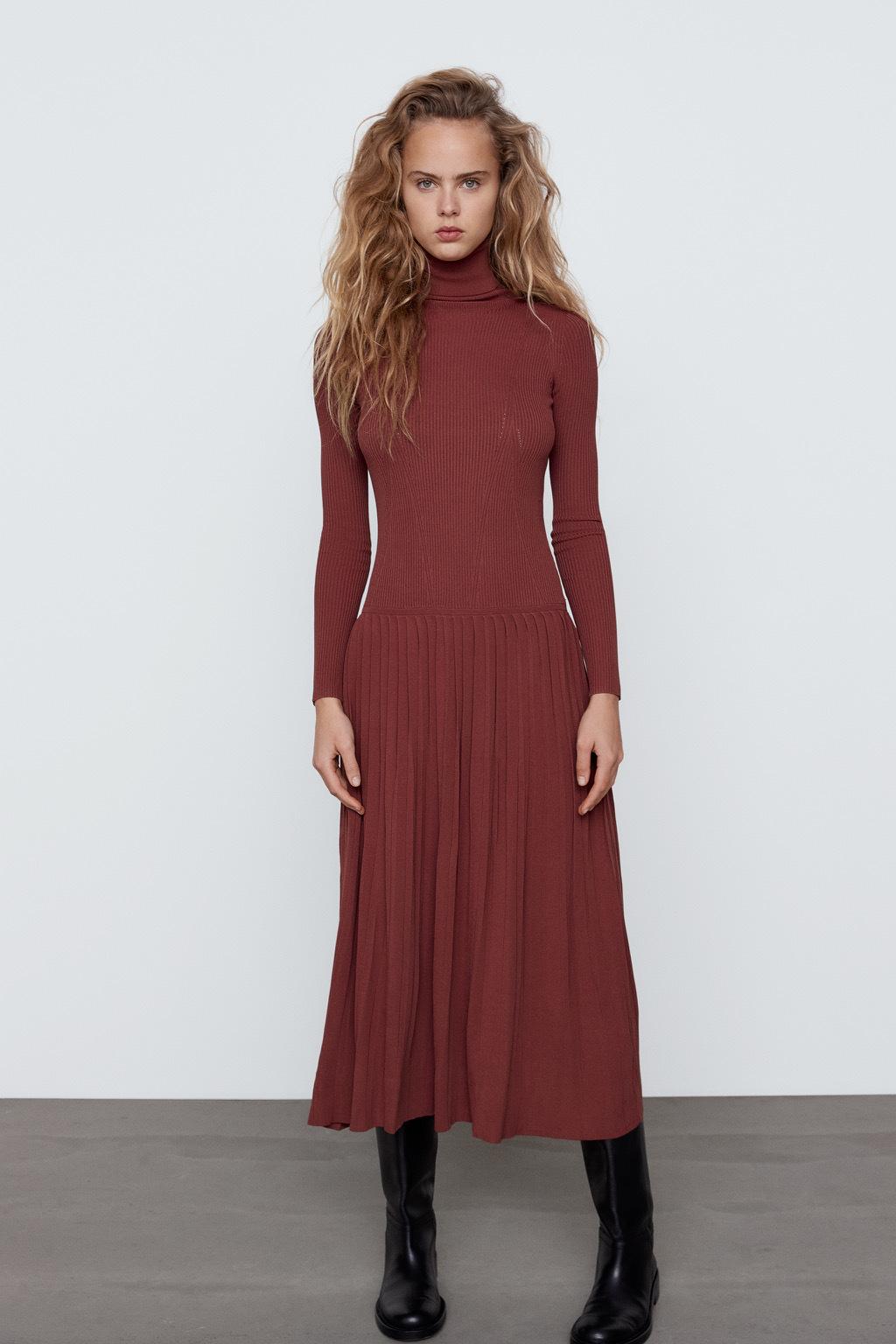 Vestido de lana de Zara.