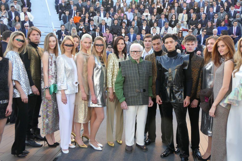 Pierre Cardin, con motivo de sus 70 años en el mundo de la moda.