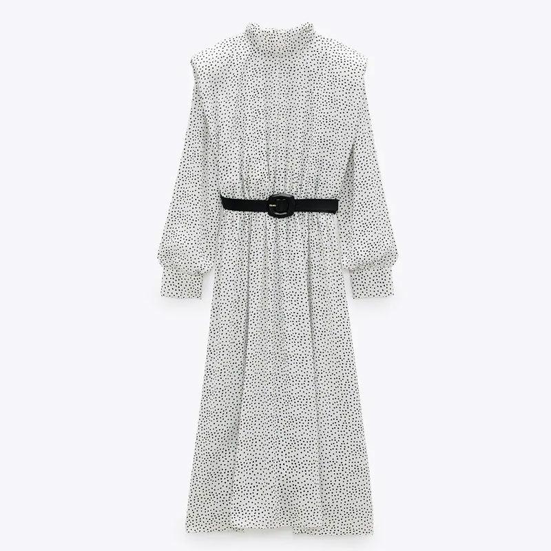 Vestido de lunares con cinturón, de Zara, (Antes, 39,99 euros. Ahora, 19,99 euros)