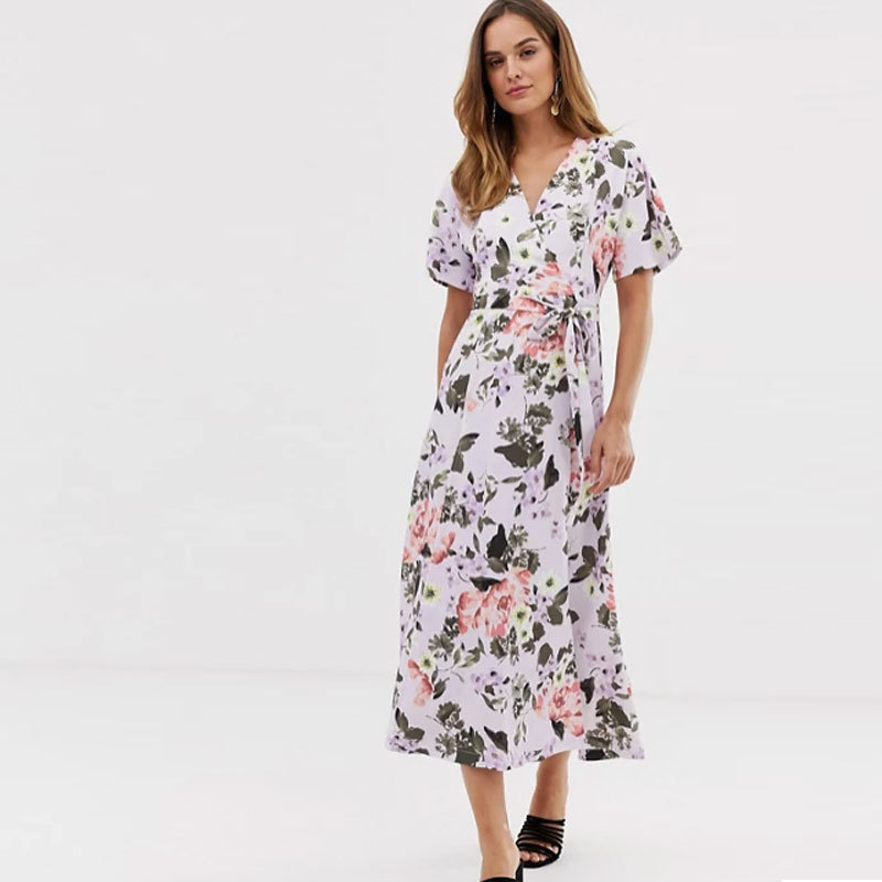 Vestido largo  floral, de French Connection en ASOS. (Antes, 172,99 euros. Ahora, 51,90 euros)