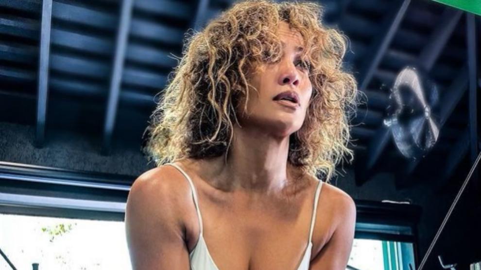 Jennifer Lopez nos enseña su pelo al natural en Instagram durante una...