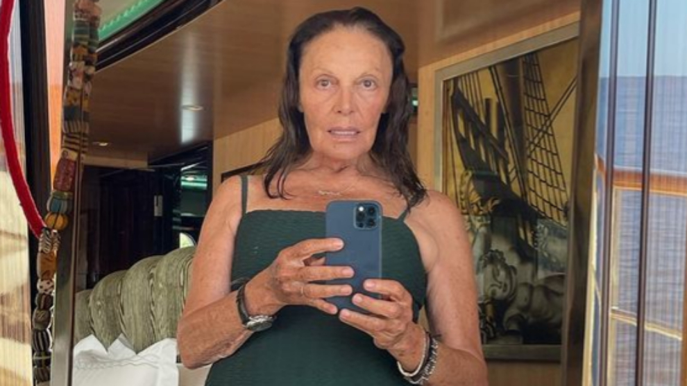 Diane von Fürstenberg posa en bañador a sus 74 años.