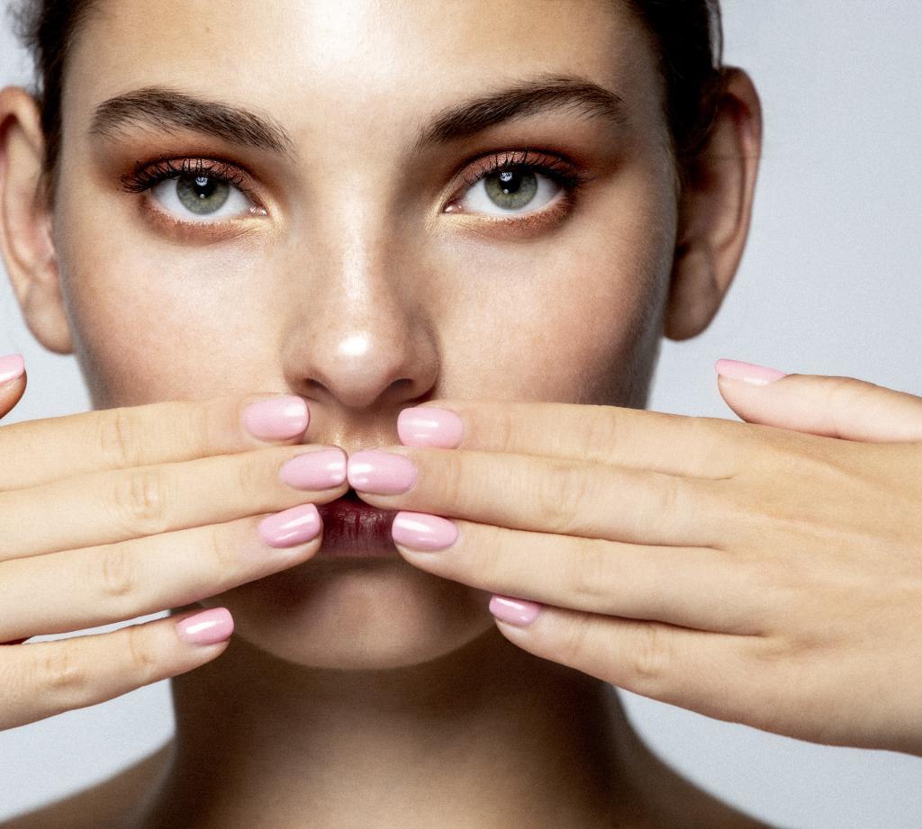 Más de 50 músculos entre cara y cuello merecen la atención de una rutina semanal.