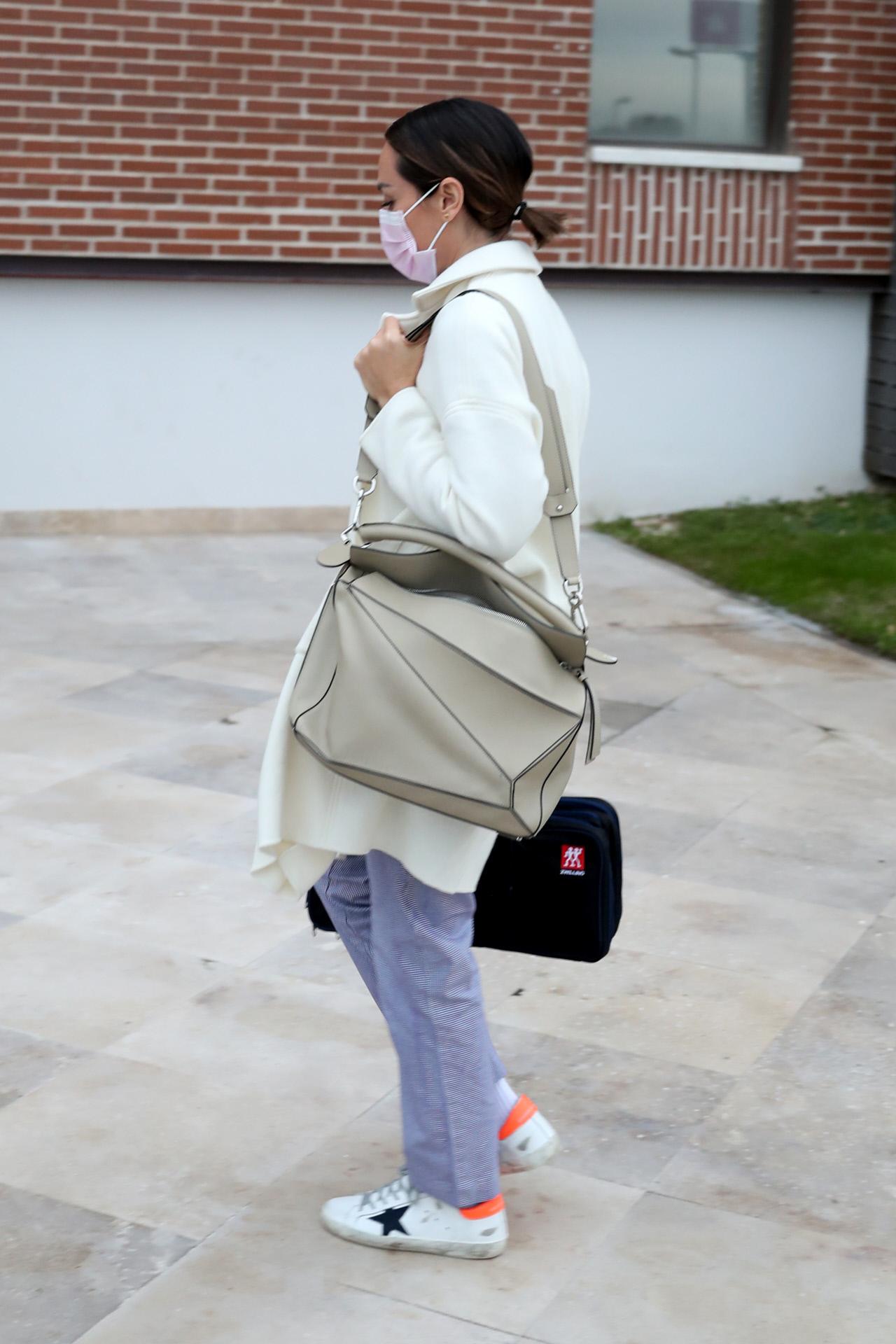 Tamara Falcó llegando a la universidad Francisco de Vitoria donde está la sede de Le Cordon Blue.