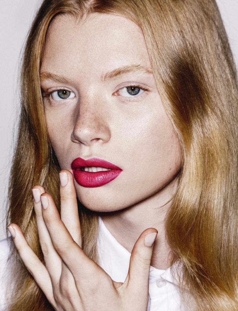La piel de los labios es mucho más fina, no tiene melanina ni glándulas sebáceas.