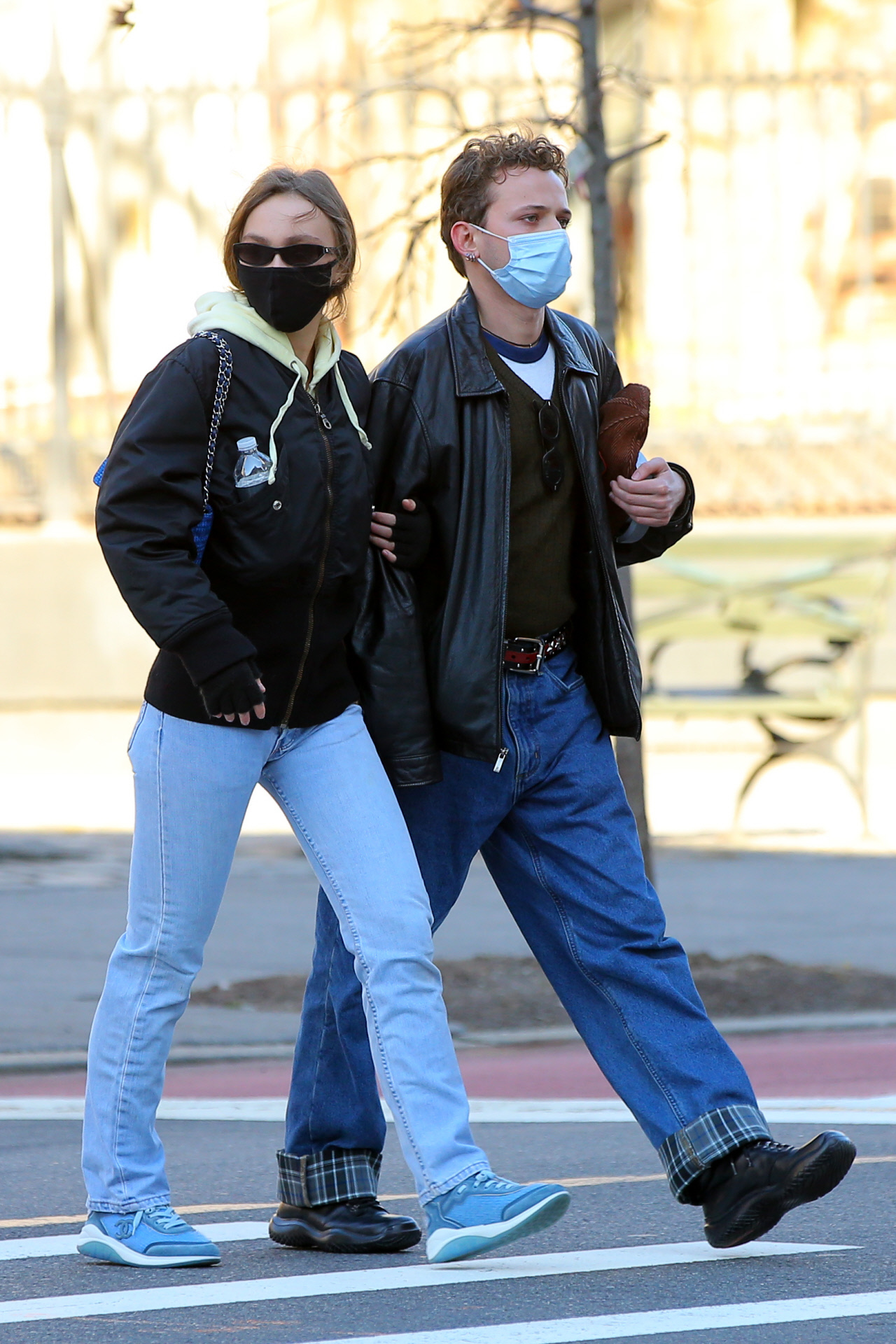 Lily Rose Depp paseando por Nueva York.