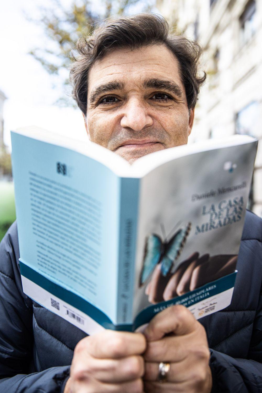 """""""La casa de las miradas"""" es la primera novela del poeta Daniele Mencarelli."""