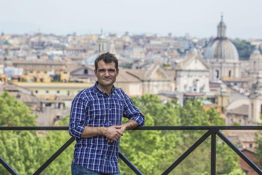 El poeta y escritor italiano Daniele Mencarelli nació en Roma en 1974.